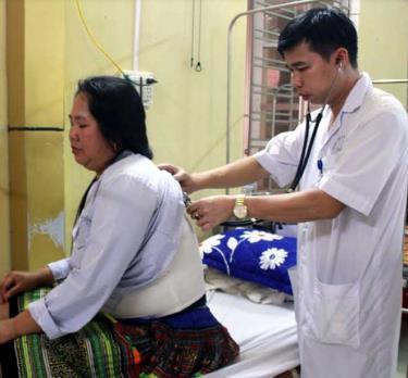 Nhờ có chính sách cấp thẻ BHYT, người dân tộc thiểu số trên địa bàn tỉnh được chăm sóc sức khỏe, giảm gánh nặng chi phí khám, chữa bệnh.