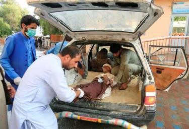 Những người bị thương được đưa tới bệnh viện sau khi xảy ra vụ đánh bom.