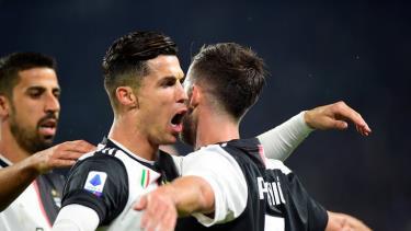 Ronaldo và Pjanic ghi bàn giúp Juventus giành chiến thắng 2-1 trước Bologna.
