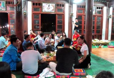 Nhờ có sự liên kết, gia đình chị Hoàng Thị Dược ở thôn Đêu 2, xã Nghĩa An đã phục vụ tốt du khách dù số lượng tăng đột biến.