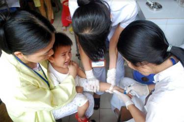 Điều trị cho bệnh nhân tại Bệnh viện Sản - Nhi Yên Bái.