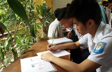 Thí sinh làm hồ sơ xét tuyển vào Đại học Bách khoa Hà Nội.