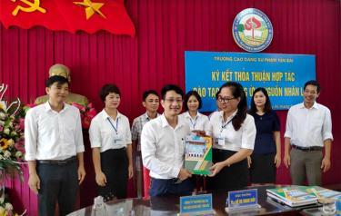 Công ty TNHH Thương mại và Du lịch Hưng Việt ký kết thỏa thuận hợp tác đào tạo và cung ứng nguồn nhân lực với Trường Cao đẳng Sư phạm Yên Bái.