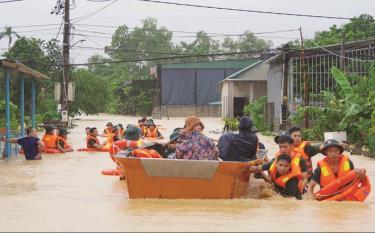 Tổng Bí thư, Chủ tịch nước Nguyễn Phú Trọng gửi lời thăm hỏi cán bộ, chiến sỹ và nhân dân các tỉnh bị bão lũ, đồng thời kêu gọi nhân dân tiếp tục động viên, giúp đỡ người nghèo, người gặp hoạn nạn khó khăn.