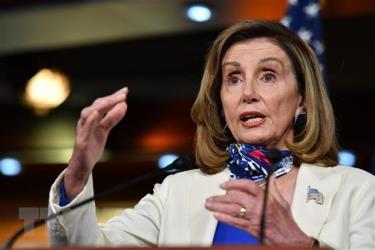 Chủ tịch Hạ viện Mỹ Nancy Pelosi phát biểu tại cuộc họp báo ở Washington, DC.