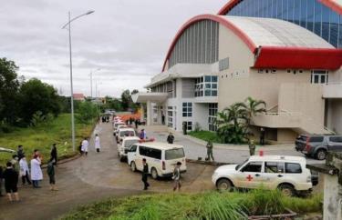 Đoàn xe cứu thương đưa thi thể các nạn nhân về Nhà thi đấu Đa năng TP Đông Hà