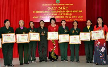 Các cựu TNXP có thành tích xuất sắc trong hoạt động xây dựng tổ chức Hội, giai đoạn 2015 – 2020, được Hội Cựu TNXP tỉnh khen thưởng.