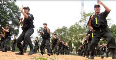 Cán bộ chiến sỹ Phòng Cảnh sát cơ động, Công an tỉnh Yên Bái tham gia tập luyện sẵn sàng chiến đấu.