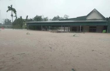 Nhà người dân ở xã Cẩm Quan bị ngập sâu.