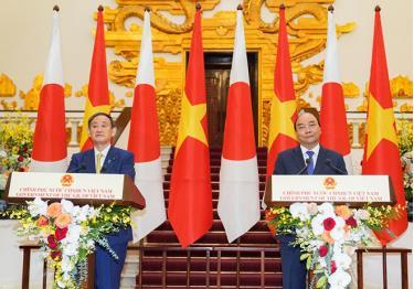 Thủ tướng Nguyễn Xuân Phúc và Thủ tướng Nhật Bản Suga Yoshihide gặp gỡ báo chí