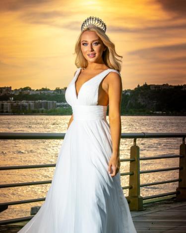 Alissa Anderegg đội vương miện Miss World America 2020.
