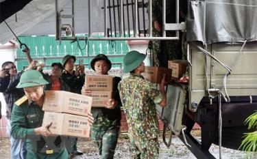Phân bổ hàng hóa, thiết bị hỗ trợ nhân dân tại Thừa Thiên-Huế.
