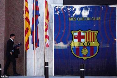 Chủ tịch Barcelona, Josep Bartomeu quyết không từ chức.