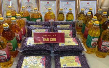 Dầu lạc đỏ Thái Sơn (Lục Yên) nằm trong danh sách 30 sản phẩm OCOP của tỉnh.