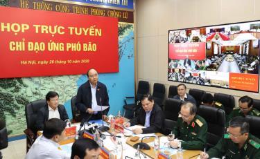 Thủ tướng Nguyễn Xuân Phúc chủ trì họp ứng phó với bão vào sáng 26/9 .