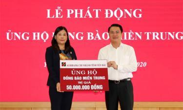 Ủy ban MTTQ tỉnh tiếp nhận nguồn kinh phí do cán bộ nhân viên trong hệ thống Agribank Chi nhánh Yên Bá  ủng hộ đồng bào miền Trung
