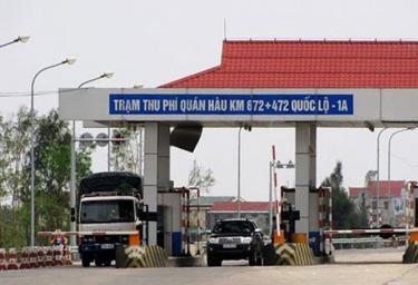 Tổng cục Đường bộ Việt Nam đề nghị các trạm thu phí miễn phí sử dụng dịch vụ đường bộ cho xe vận chuyển hàng cứu trợ miền Trung.