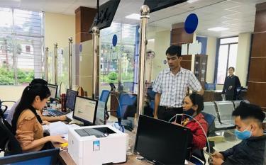 Bộ phận Phục vụ hành chính công huyện Trấn Yên giải quyết thủ tục hành chính nhanh chóng, thuận lợi cho các tổ chức, cá nhân.
