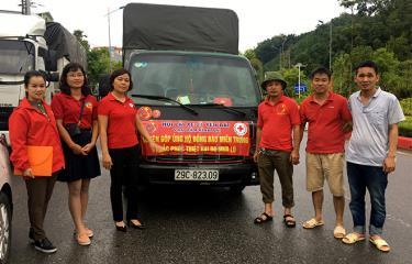 Hội Chữ thập đỏ tỉnh và Hội lái xe 21 Yên Bái vận động ủng hộ 500 tấn hàng hóa cho đồng bào miền Trung.