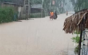 Nhiều tuyến đường ở xã Cẩm Mỹ (huyện Cẩm Xuyên, Hà Tĩnh) bị ngập lụt.