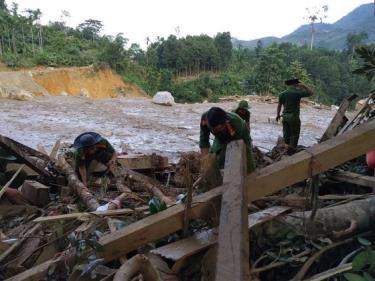 Hiện trường vụ sạt lở đất ở huyện Bắc Trà My - Quảng Nam sau bão số 9 làm hàng chục người chết và mất tích