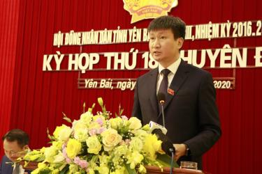 New Chairman of the provincial People's Committee Tran Huy Tuan delivers his inauguration speech at the 18th session of the 18th-tenure People's Council of Yen Bai province.