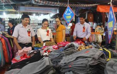 Phiên chợ đưa hàng Việt về miền núi huyện Lục Yên tổ chức năm 2019