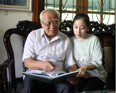 Vu Dinh Xuat, head of the Vu family in Nghia Lo town, always spends time with his children and grandchildren, encouraging them to study well.