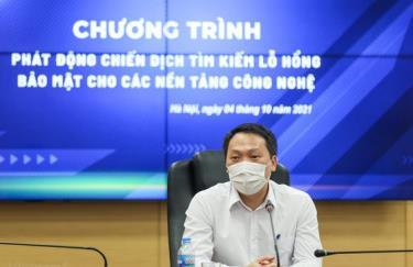 Thứ trưởng Bộ TT-TT Nguyễn Huy Dũng chủ trì chương trình phát động.
