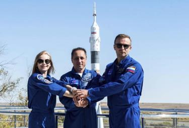 Nga đã đưa một diễn viên và một đạo diễn phim lên Trạm vũ trụ quốc tế.