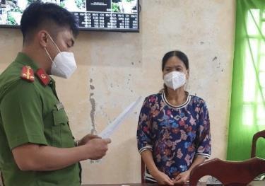 Cơ quan công an đọc lệnh bắt tạm giam Lê Thị Hồng