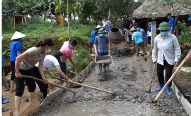 """Những buổi ra quân thực hiện các giải pháp hỗ trợ công tác giảm nghèo là """"đòn bẩy"""" để người dân Yên Bình có động lực vươn lên thoát nghèo."""