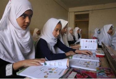 Nữ sinh Afghanistan tại một trường tiểu học ở thành phố Kandahar tháng trước.