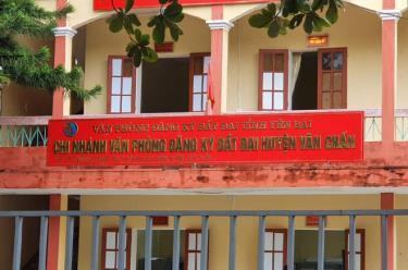 Chi nhánh Văn phòng đăng ký đất đai huyện Văn Chấn - nơi 3 cán bộ bị khởi tố.