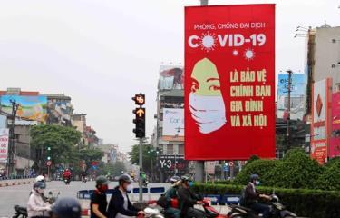 Tranh cổ động tấm lớn được đặt ở các điểm nút giao thông của Hà Nội.