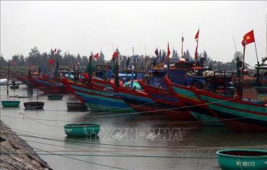 Tàu, thuyền vào neo đậu ở âu thuyền Cửa Sót huyện Lộc Hà.
