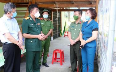 Lãnh đạo tỉnh và huyện Mù Cang Chải kiểm tra hoạt động tại Chốt kiểm dịch liên ngành ở xã Nậm Khắt - địa bàn giáp ranh huyện Mường La, tỉnh Sơn La.