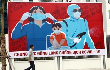 Tấm biển tuyên truyền phòng, chống COVID-19 trên đường phố Hà Nội.