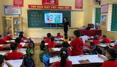 Một giờ học của cô và trò lớp 1C Trường Tiểu học thị trấn Cổ Phúc.