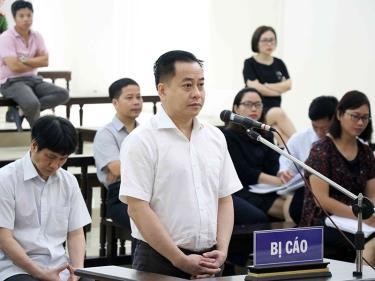 Phan Văn Anh Vũ bị truy tố về nhiều tội danh, trong đó có tội đưa hối lộ theo khoản 4 điều 364 BLHS, có khung hình phạt đến 20 năm tù.