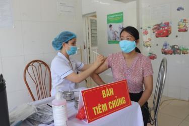 Người dân Vĩnh Phúc tiêm vaccine Covid-19, tháng 8/2021.