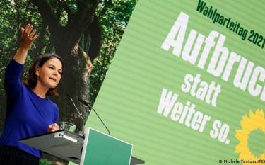 67/70 thành viên chủ chốt của Đảng Xanh ủng hộ việc chính thức đàm phán thành lập chính phủ liên minh với đảng Dân chủ xã hội – SPD và đảng Dân chủ tự do