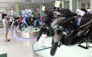 Nhu cầu mua sắm xe máy giảm mạnh do ảnh hưởng dịch COVID-19. (Ảnh minh họa