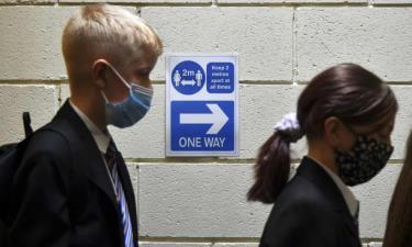 Tỷ lệ tiêm chủng ở trẻ từ 12 đến 15 tuổi ở Anh chỉ là 14,2%, so với 44,3% ở Scotland.