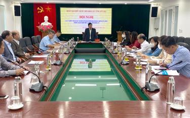 Đồngchí  Nguyễn Quốc Luận - Phó Trưởng đoàn ĐBQH tỉnh phát biểu tại Hội nghị.