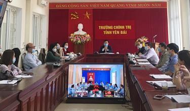 Cán bộ, giảng viên Trường Chính trị tỉnh tham gia hội thảo trực tuyến với các Trường Chính trị trên cả nước.