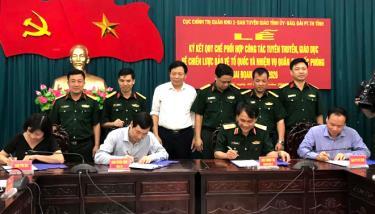 Đại diện lãnh đạo Cục Chính trị Quân khu 2, Ban Tuyên giáo Tỉnh ủy, Báo Yên Bái, Đài Phát thanh và Truyền hình tỉnh ký kết thực hiện Quy chế phối hợp tuyên truyền. (Ảnh minh họa)