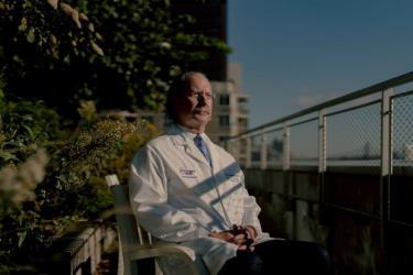 Bác sĩ Robert Montgomery, trưởng nhóm nghiên cứu ghép thận lợn cho người tại bệnh viện N.Y.U. Langone.