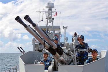 Cán bộ, chiến sĩ tàu 251, Hải đội 512, Lữ đoàn 127, Vùng 5 Hải quân luyện bắn đối không.