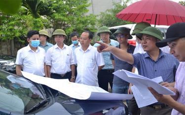 Lãnh đạo UBND thành phố Yên Bái cùng các ngành của tỉnh, thành phố kiểm tra công tác giải phóng mặt bằng tại xã Giới Phiên.